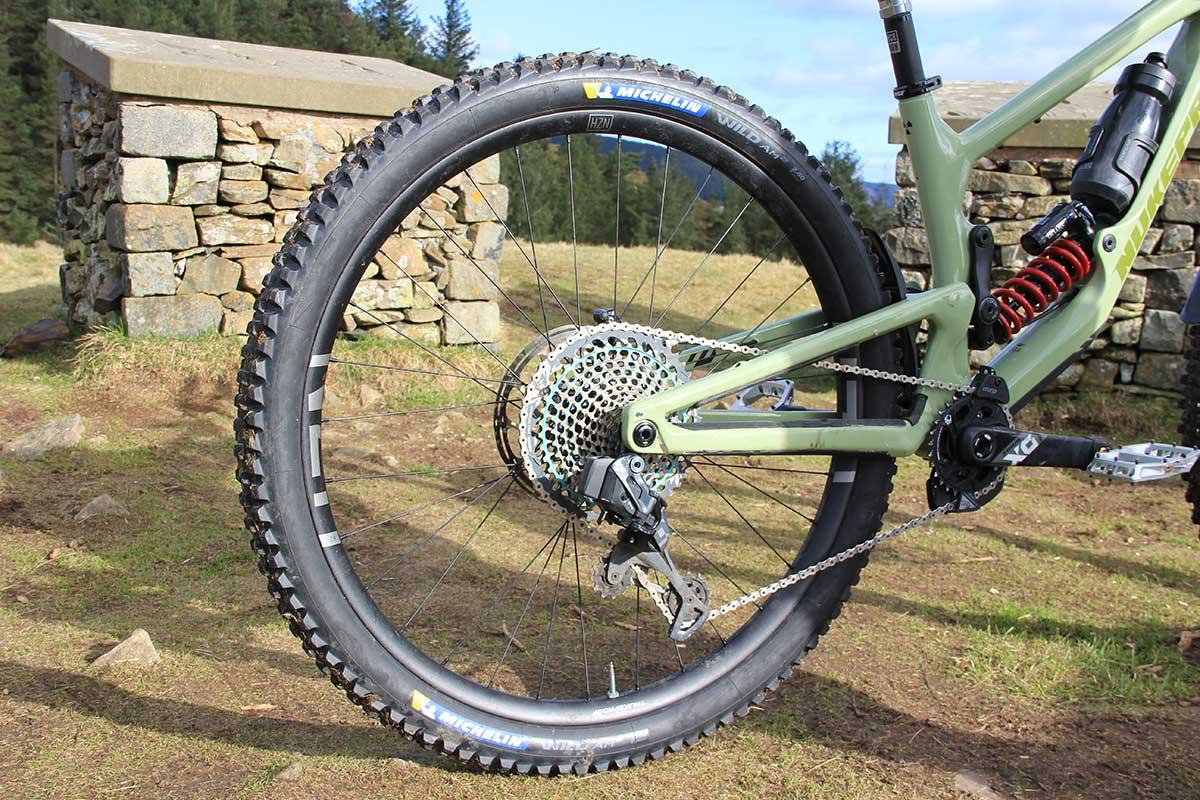 bike check nigel page nukeproof giga team crc run horizon v2 alloy wheels