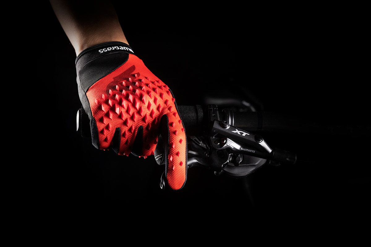 bluegrass prizma 3d impact protection gloves Flexible zone on brake finger knuckles to react fast