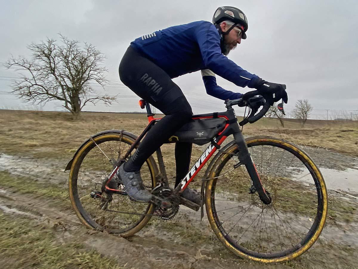 Rapha Explore Powerweave carbon-soled gravel bike shoes,riding muddy spring