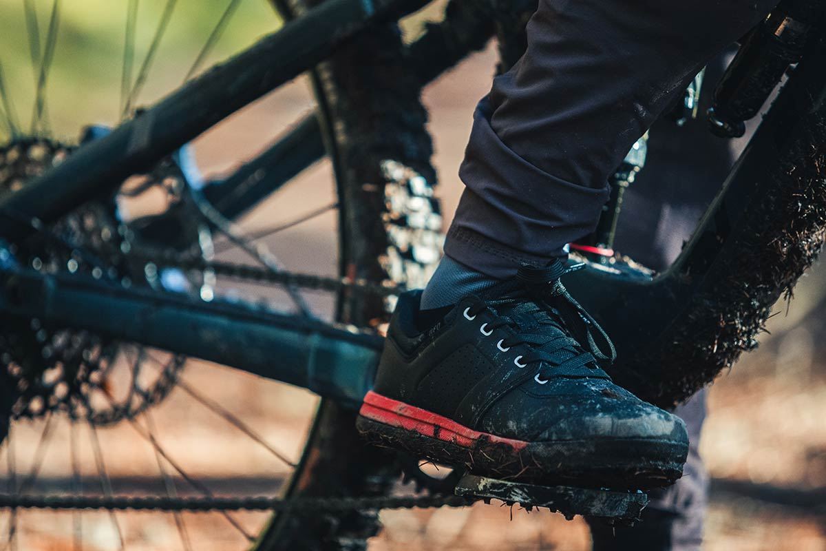 specialized 2fo roost dh mtb flats review