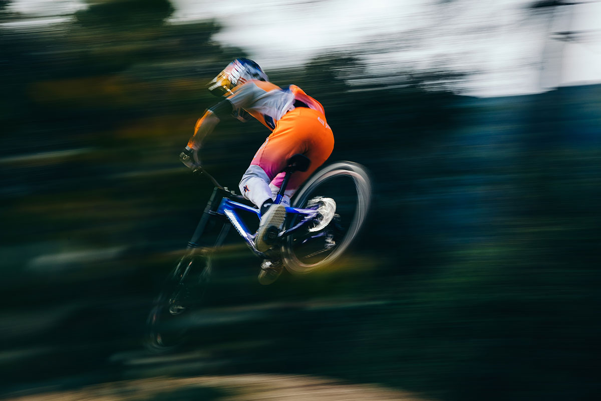 specialized 2fo roost sh clipless shoe action shot