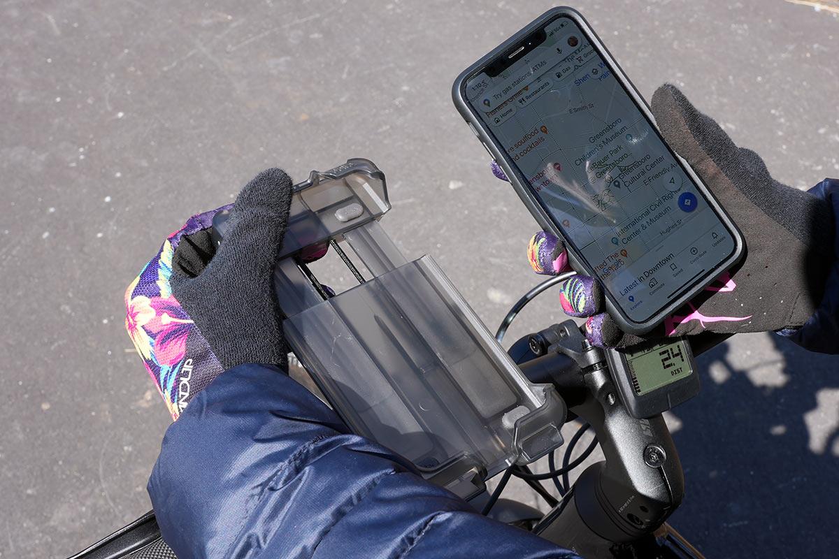 delta smartphone holder xl handlebar mounted phone case