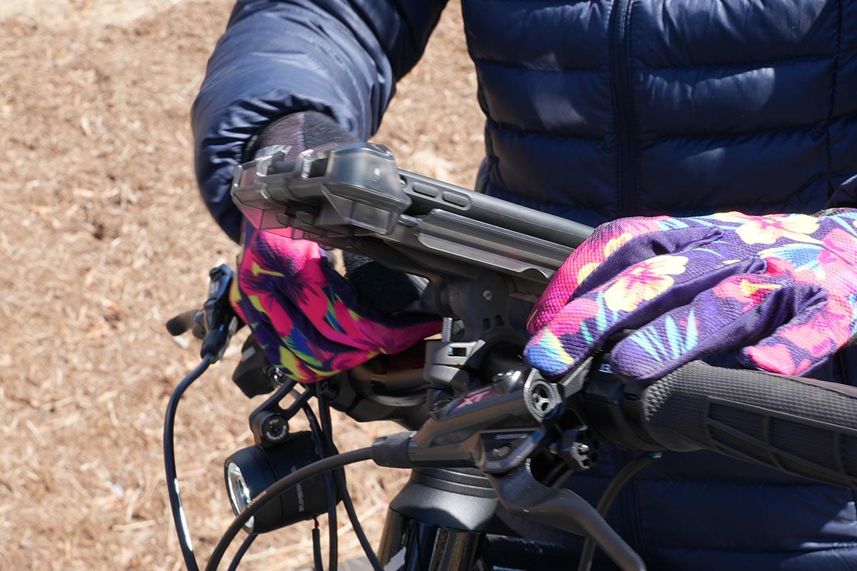 delta xl smartphone holder for bicycle handlebar mounts