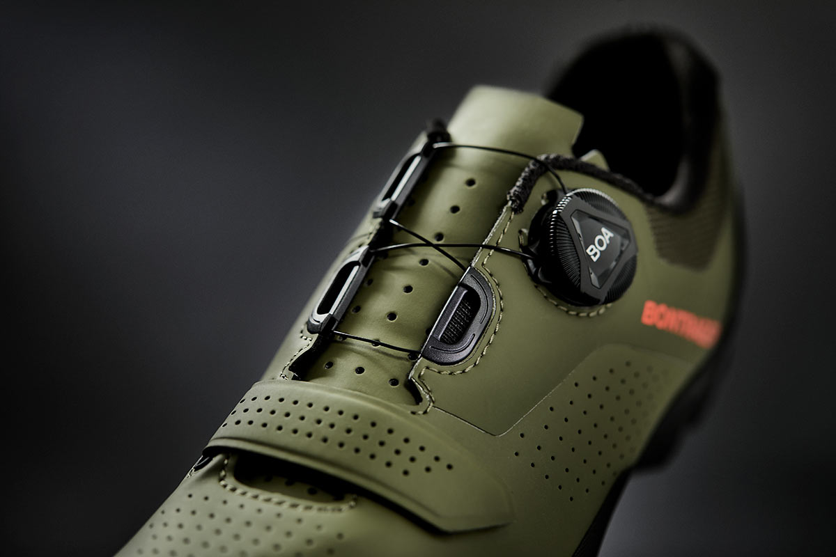 bontrager foray mountain bike and gravel shoe upper and closure details from a different angle