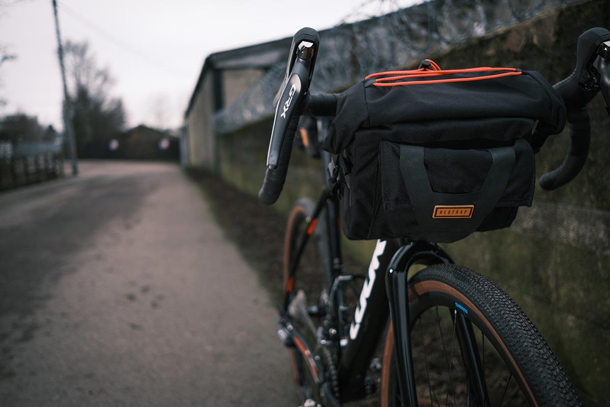 restrap bar pack 10l black mounted look road bike