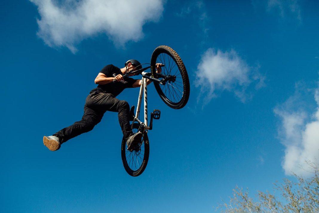 2021 pivot point steel dirt jump bike sliding rear dropouts adjustable chainstay length