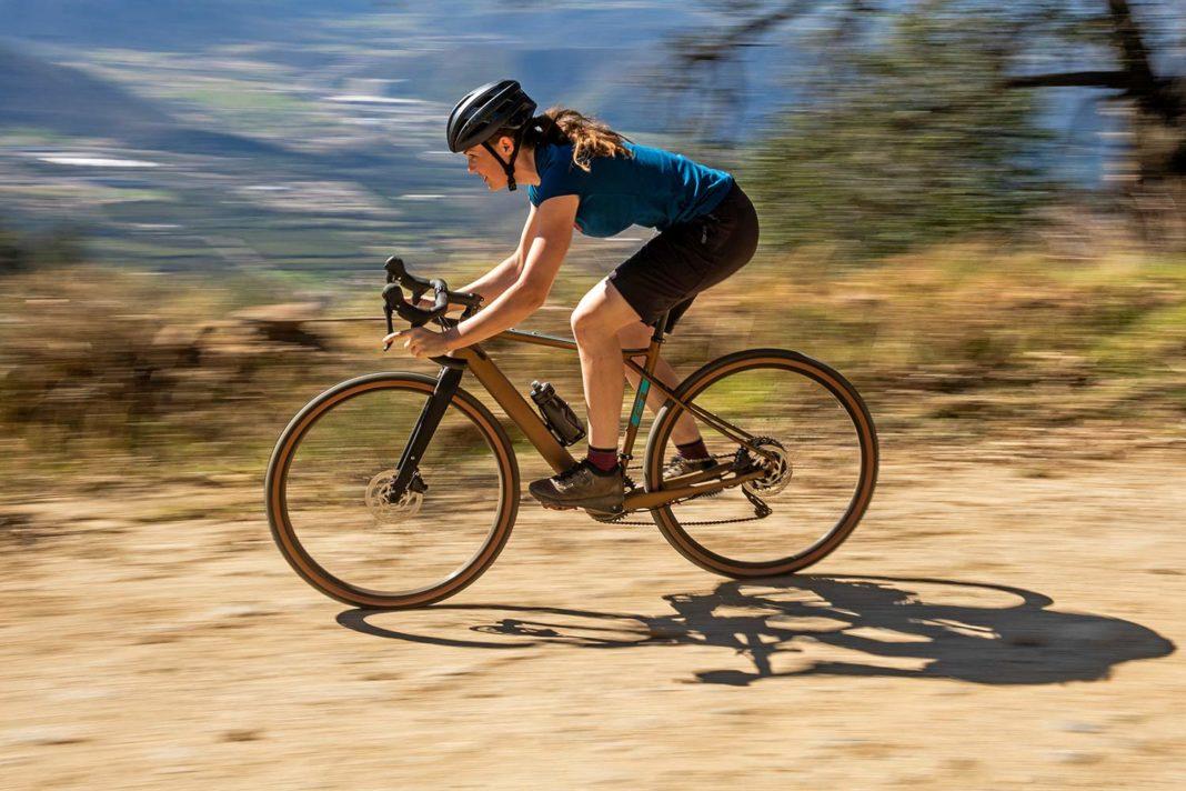 GT Grade Power lightweight, affordable alloy gravel e-bike, gravel riding
