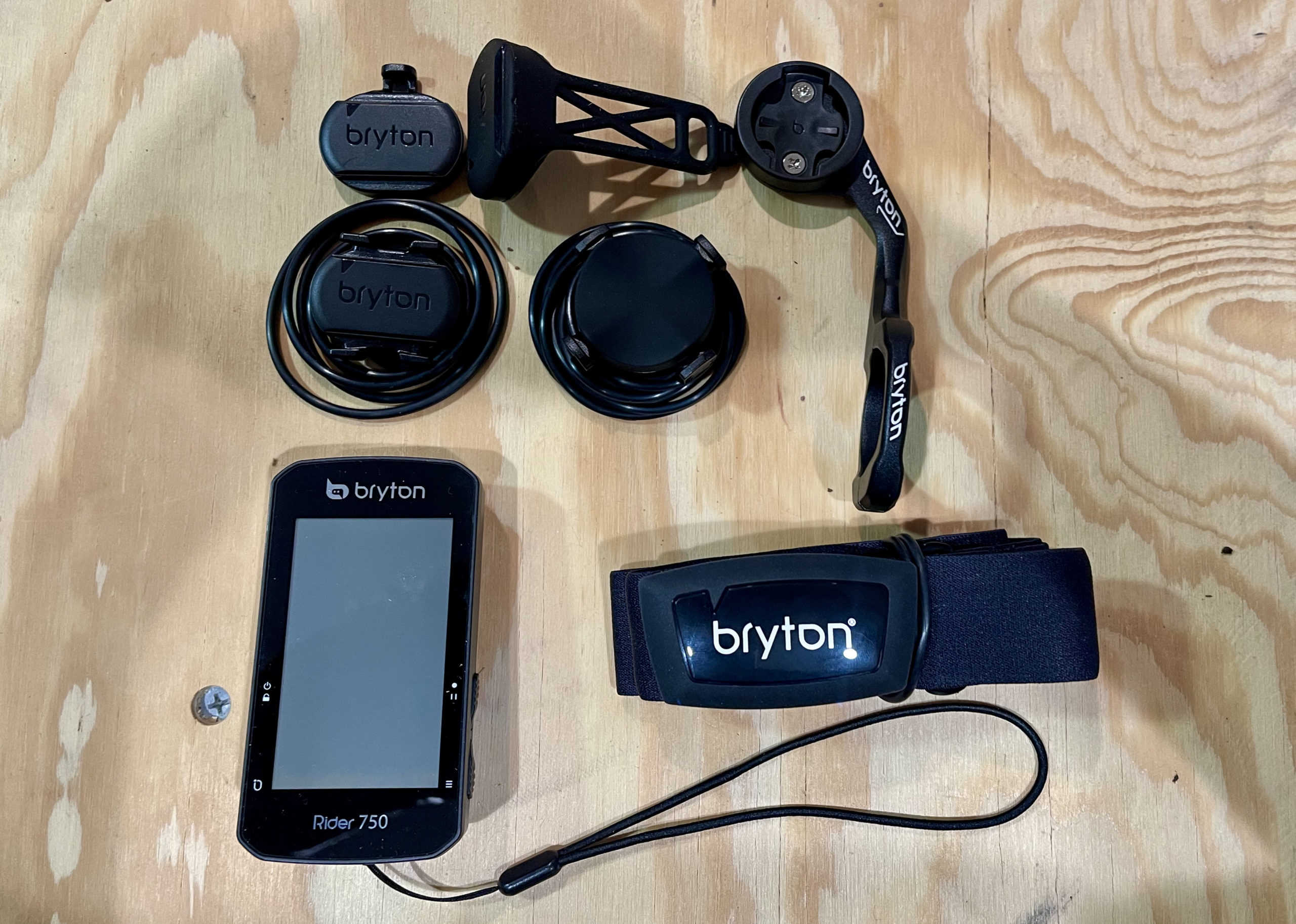 Bryton Rider 750 Review unit close up all pieces