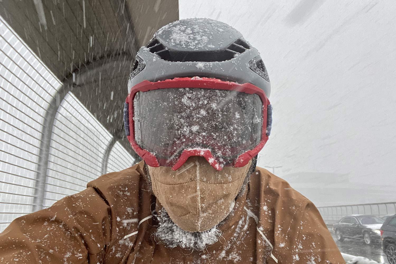 Leatt Velocity 4.0 MTB lighter, vented mountain bike goggles, snowy