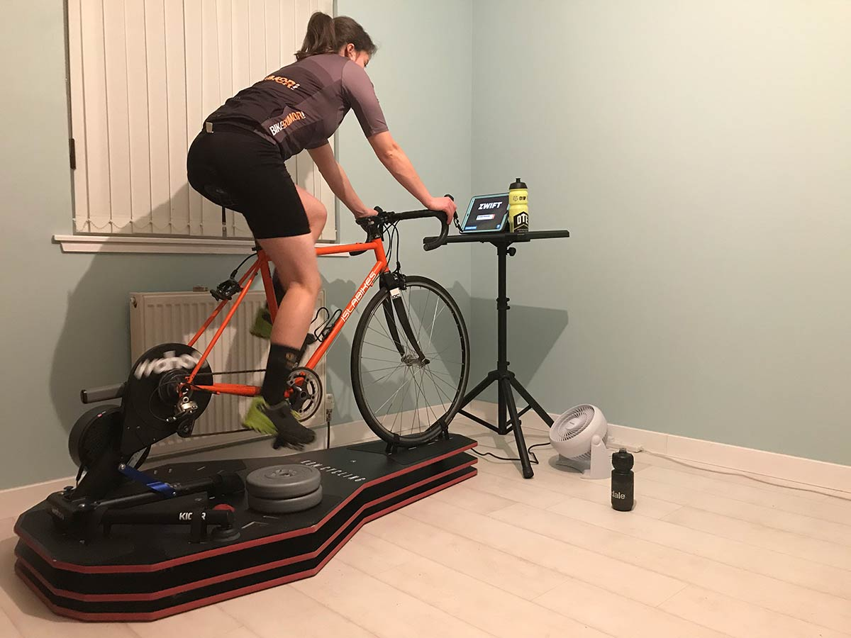 kom full motion rocker plate rpv2 review with wahoo kickr smart indoor trainer