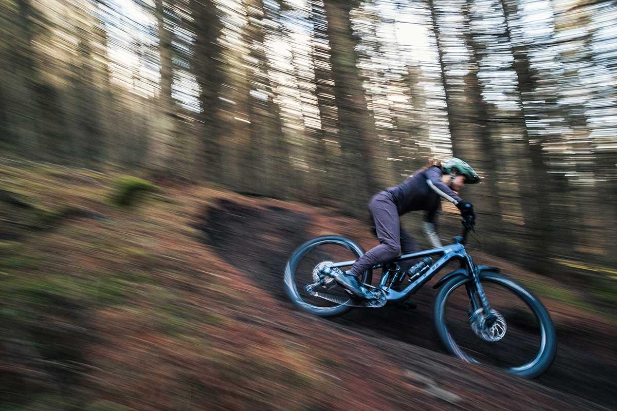 2021 vitus sommet crs review downhill riding panshot