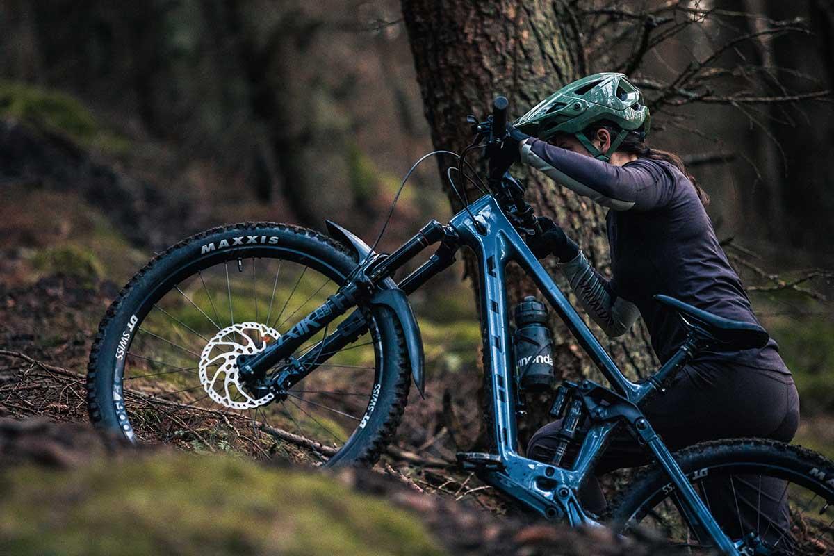 2021 vitus sommet crs pushing up trail