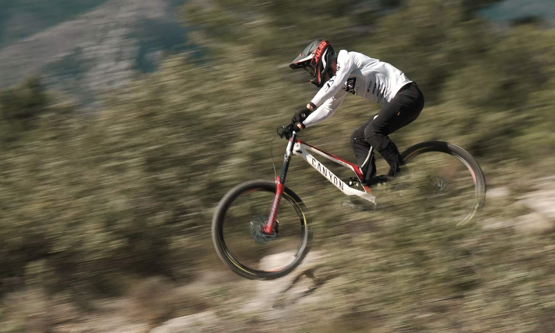 Pirelli Scorpion Gravity Racing prototype EWS, DH-ready mountain bike tires, photos by Julien Pradas, riding
