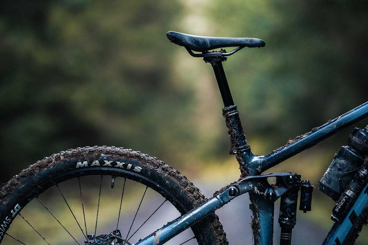 2021 vitus sommet enduro bike 76.5 degree effective seat tube angle