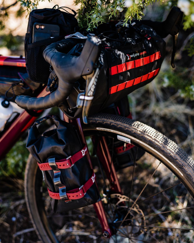 Otso Waheela Carbon gravel bike fork mounts