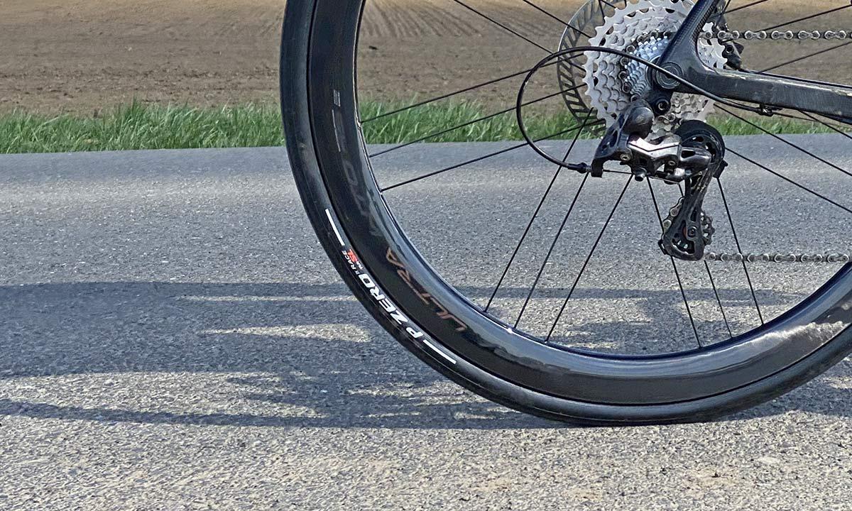2021 Campagnolo Bora Ultra WTO aero carbon road bike wheels, riding rim detail