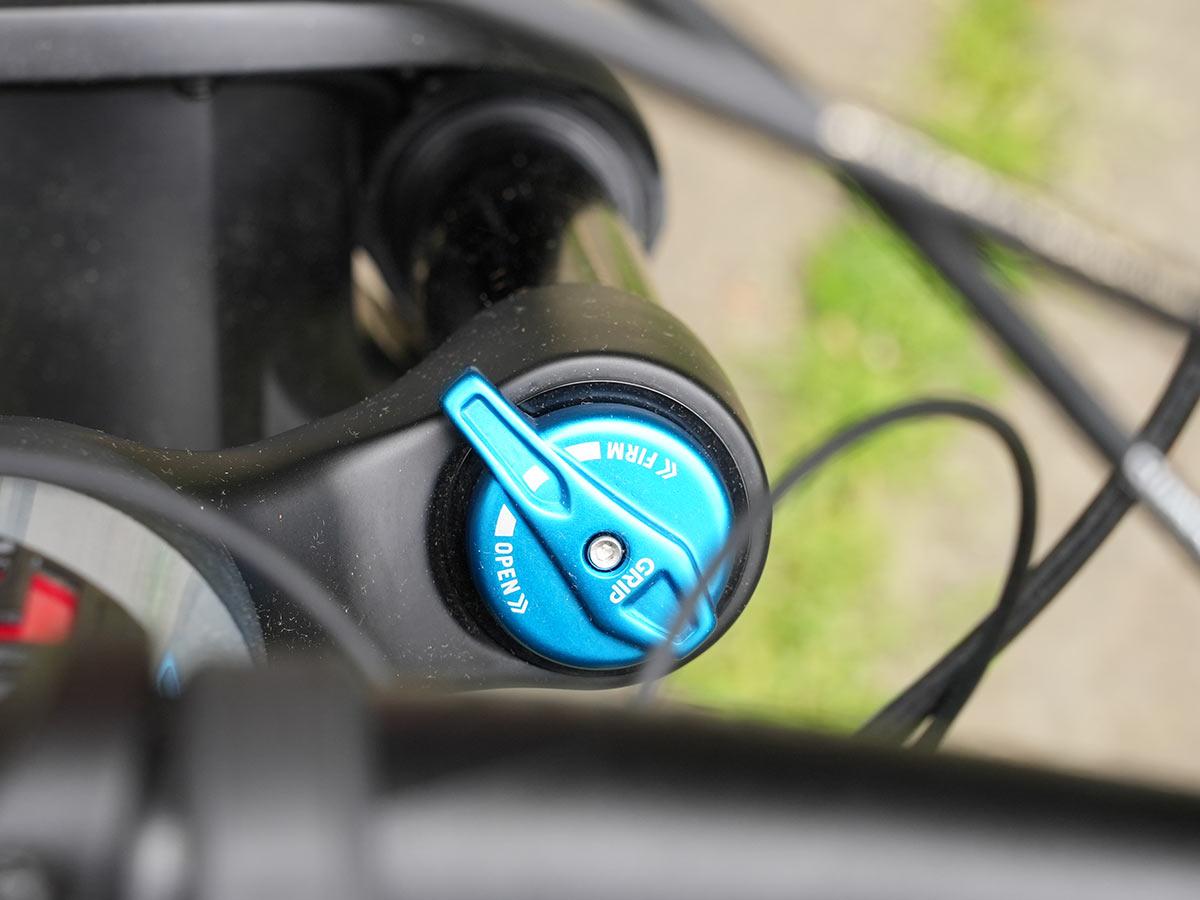 suspension adjustment knob
