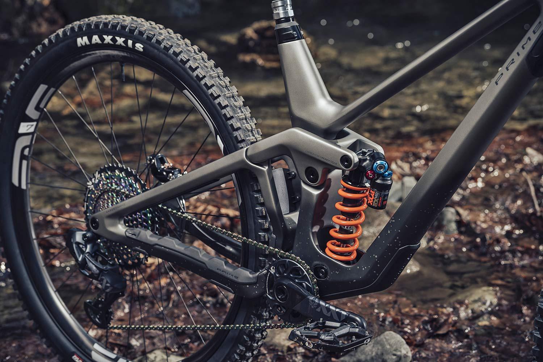 2021 Prime Thunderflash EN bike, affordable consumer-direct carbon 29er enduro mountain bike, frame detail