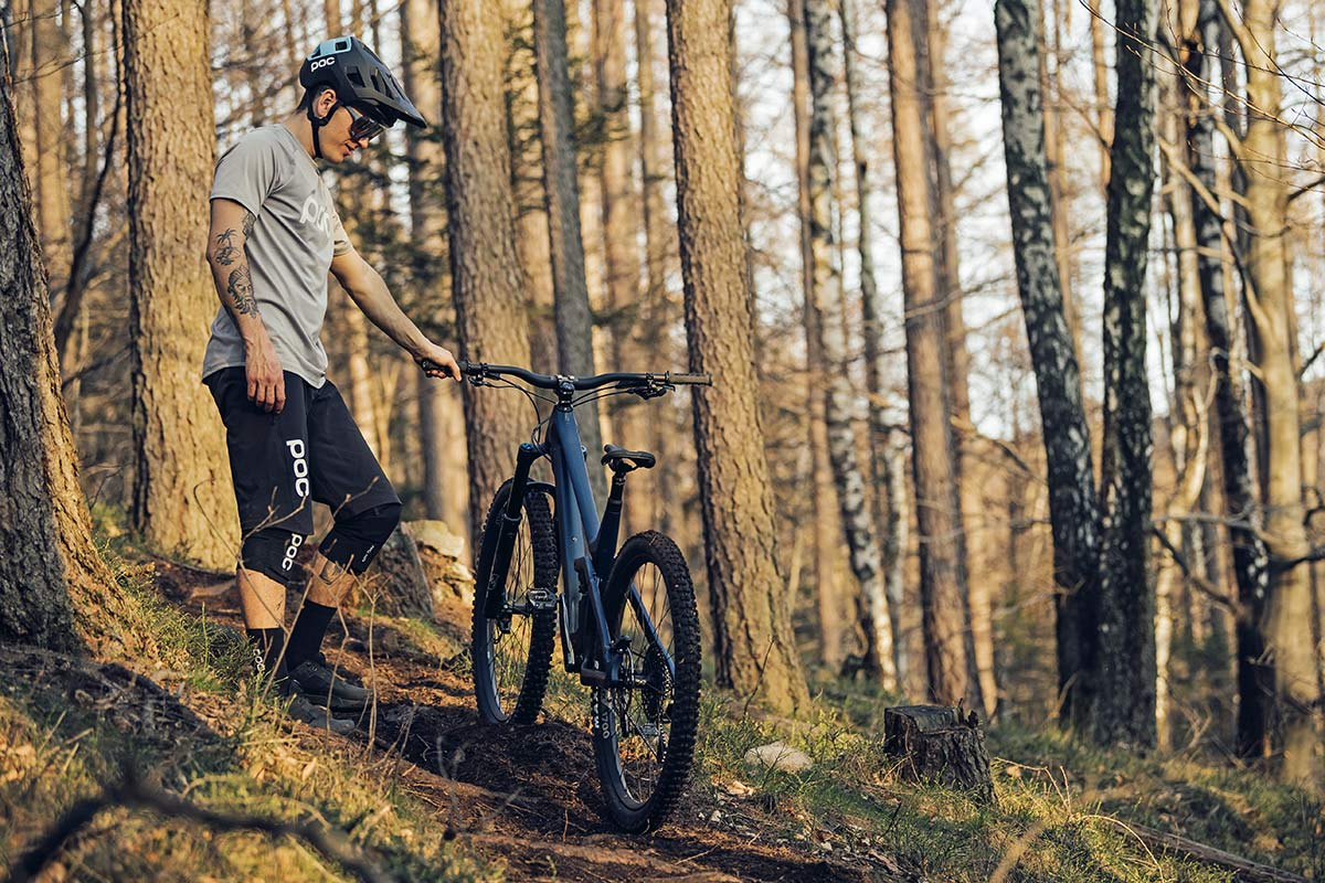 2021 Prime Thunderflash EN bike, affordable consumer-direct carbon 29er enduro mountain bike, riding