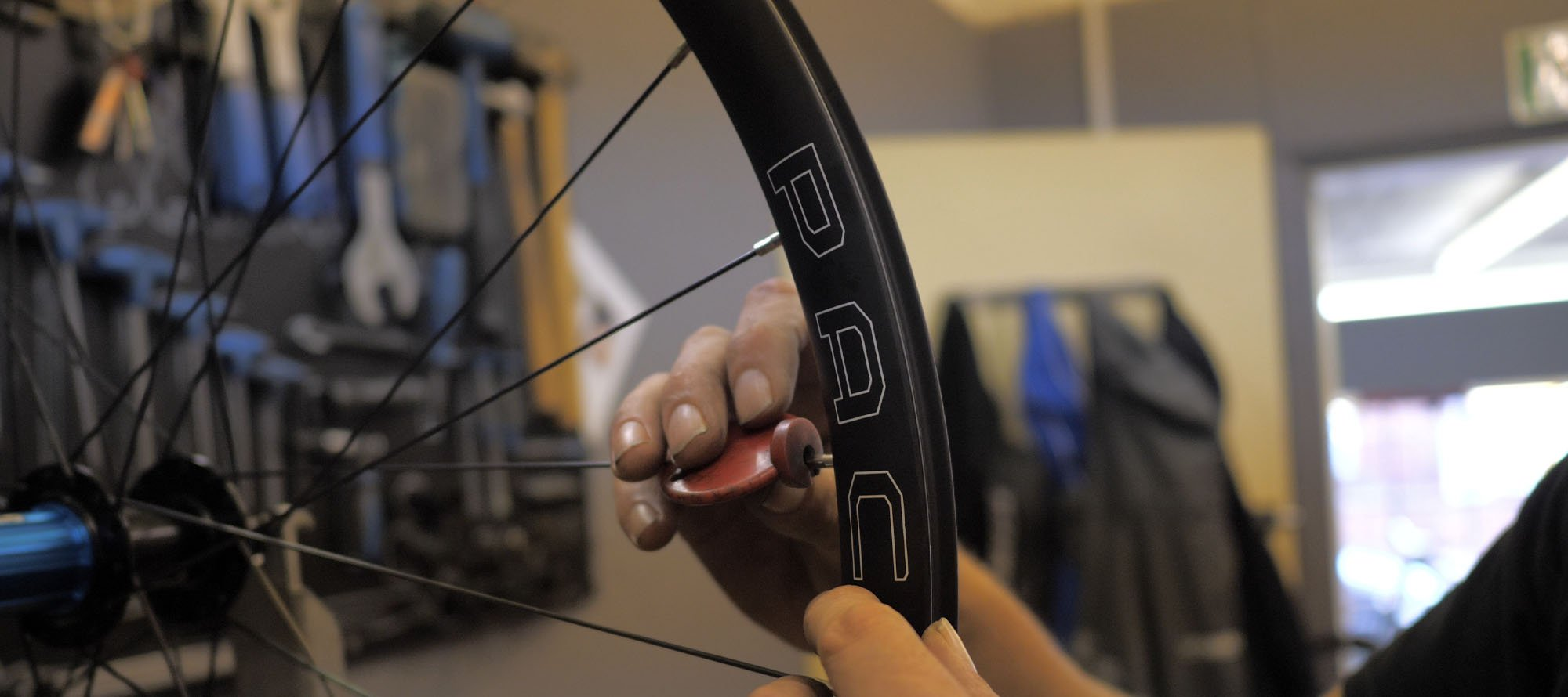 pacenti forza-c wide handbuilt carbon wheels
