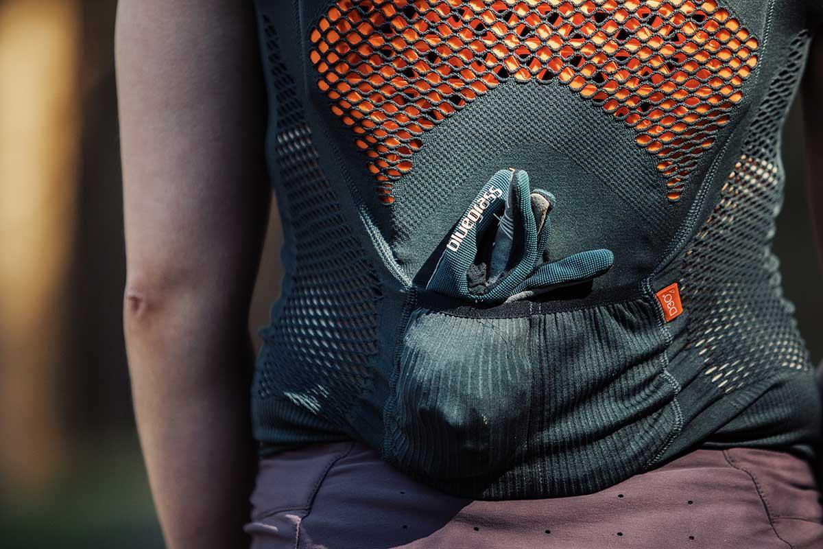 back protection vest pockets