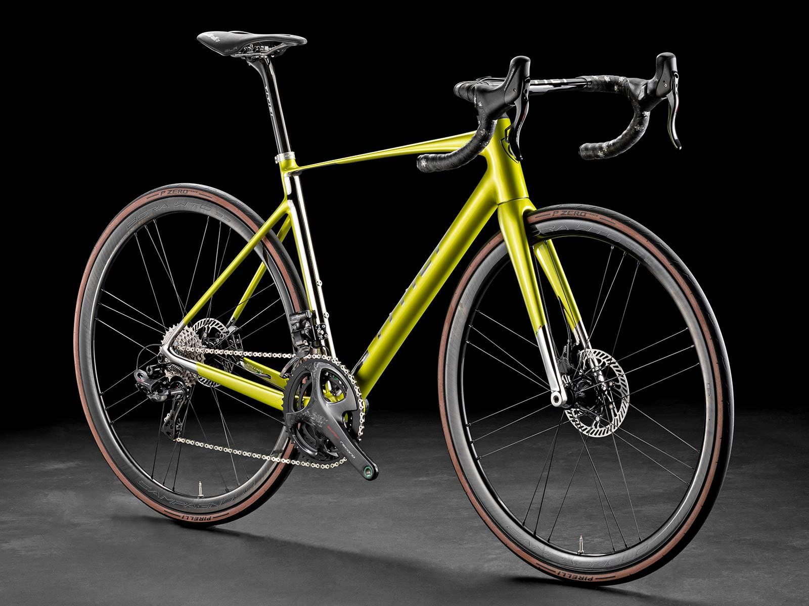 2021 Titici Vento light aero road bike, full-custom fully-integrated lightweight carbon aerodynamic PAT Flexy climbers road bike, studio photo by Pietro Bianchi, angled