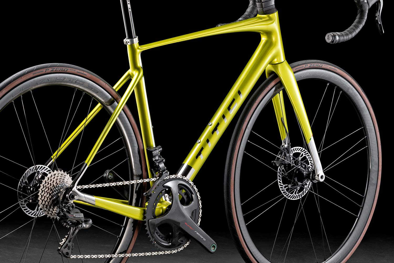 2021 Titici Vento light aero road bike, full-custom fully-integrated lightweight carbon aerodynamic PAT Flexy climbers road bike, studio photo by Pietro Bianchi, details