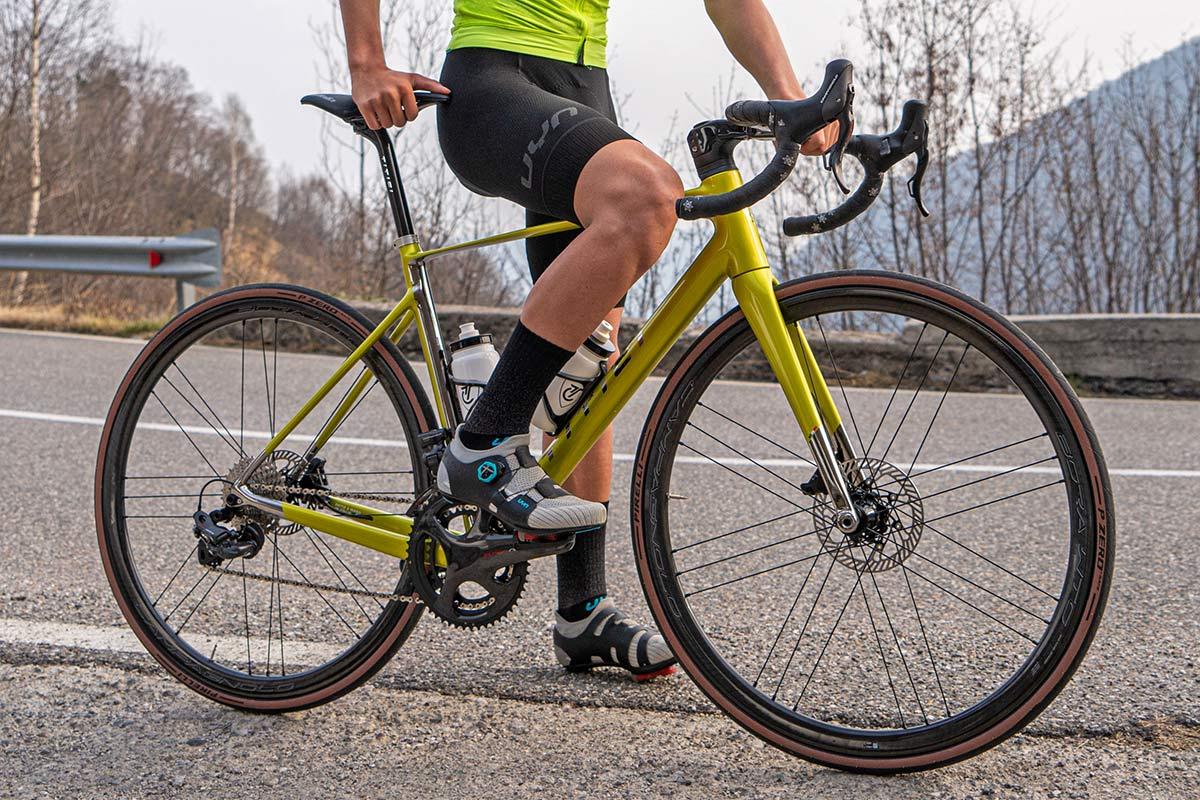 Titici Vento custom lightweight carbon aero road bike, photo by Mattia Ragni,standing