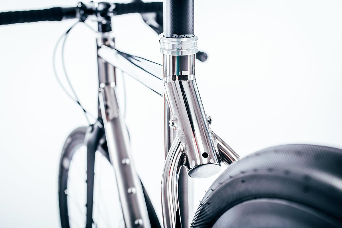 cotic tonic rear veiw seat stays tire clesrance