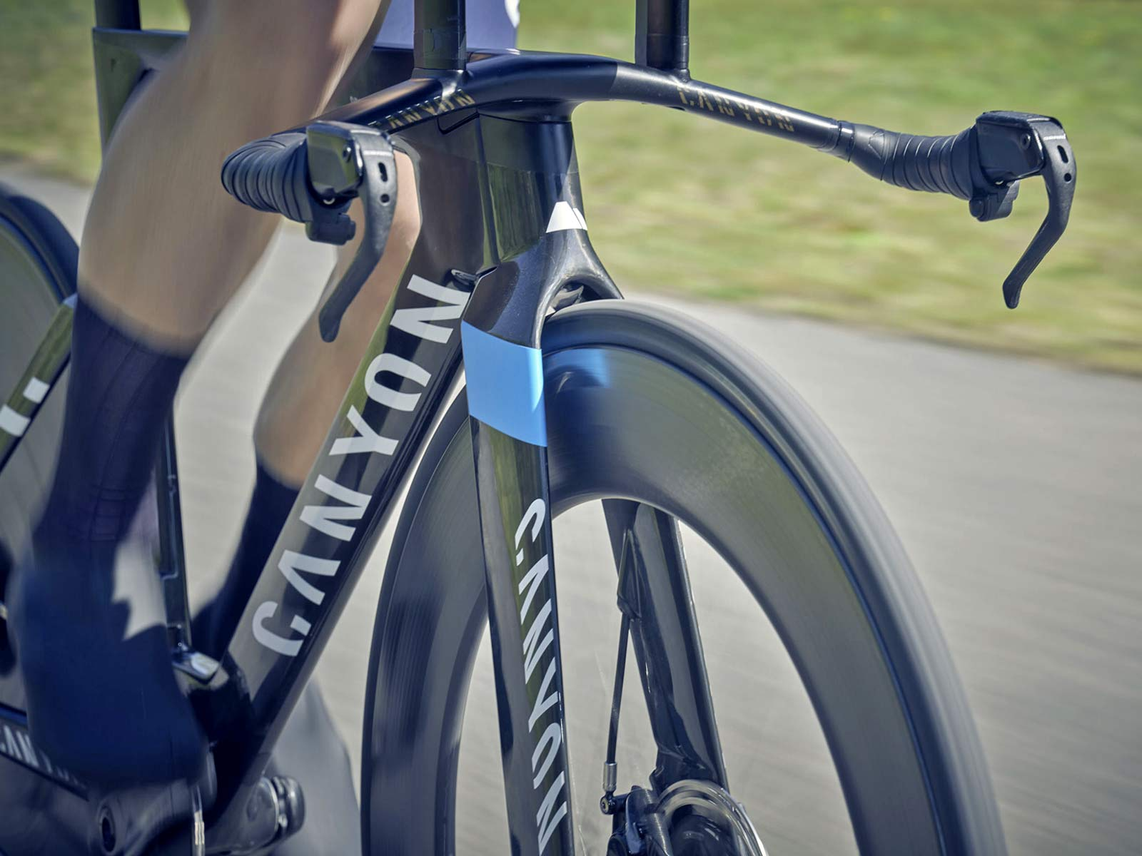 2021 Canyon Speedmax CFR TT Disc, carbon race-ready UCI-approved time trial bike,riding