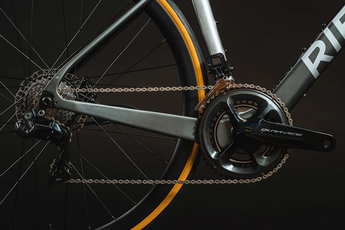 shimano di2 electronic hydraulic drivetrain on ribble endurance sl e hero eroad bike