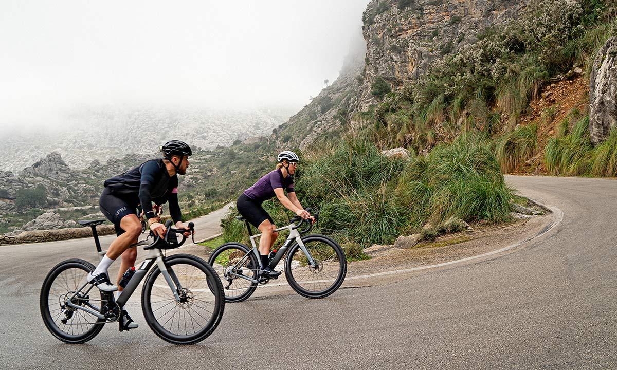 3T Exploro RaceMax Boost gravel e-bike, stealth ebikemotion X35 pedal-assist,riding