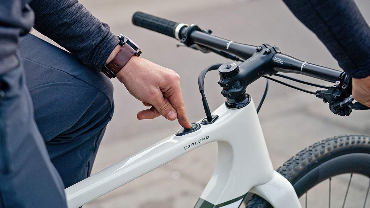 3T Exploro RaceMax Boost gravel e-bike, stealth ebikemotion X35 pedal-assist,iWoc ONE button controller