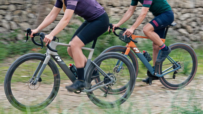 3T Exploro RaceMax Boost gravel e-bike, stealth ebikemotion X35 pedal-assist