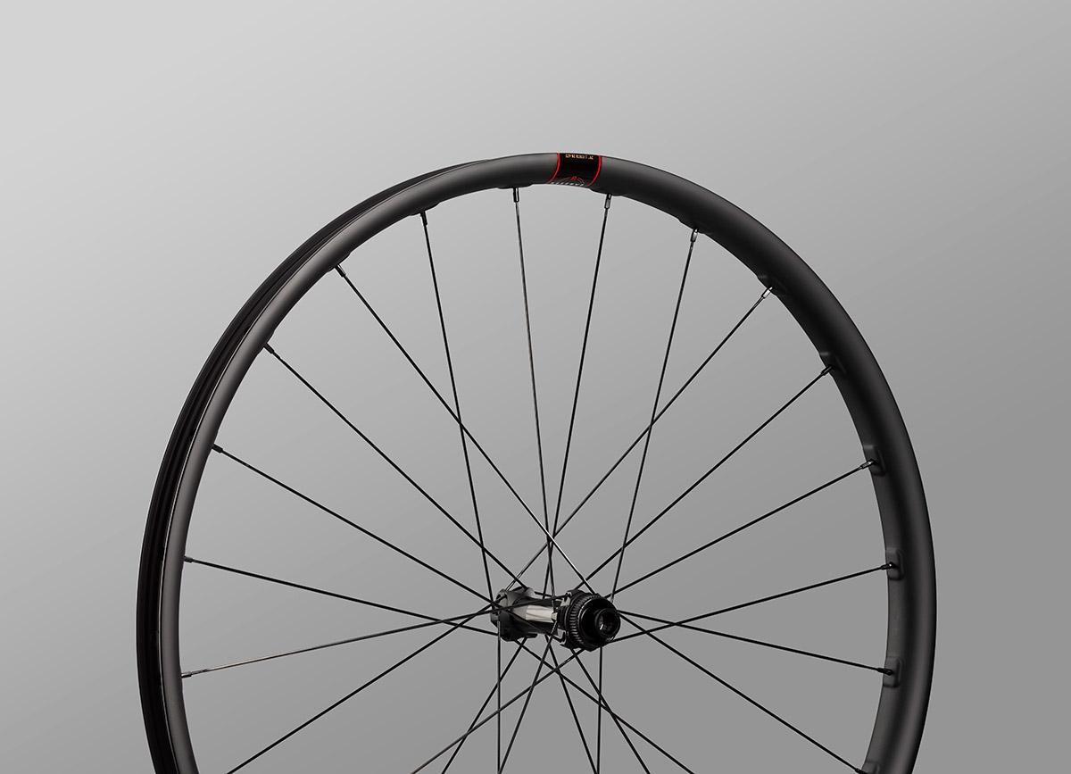reserve 28 xc carbon wheel front dt swiss 180 centre lock hubset