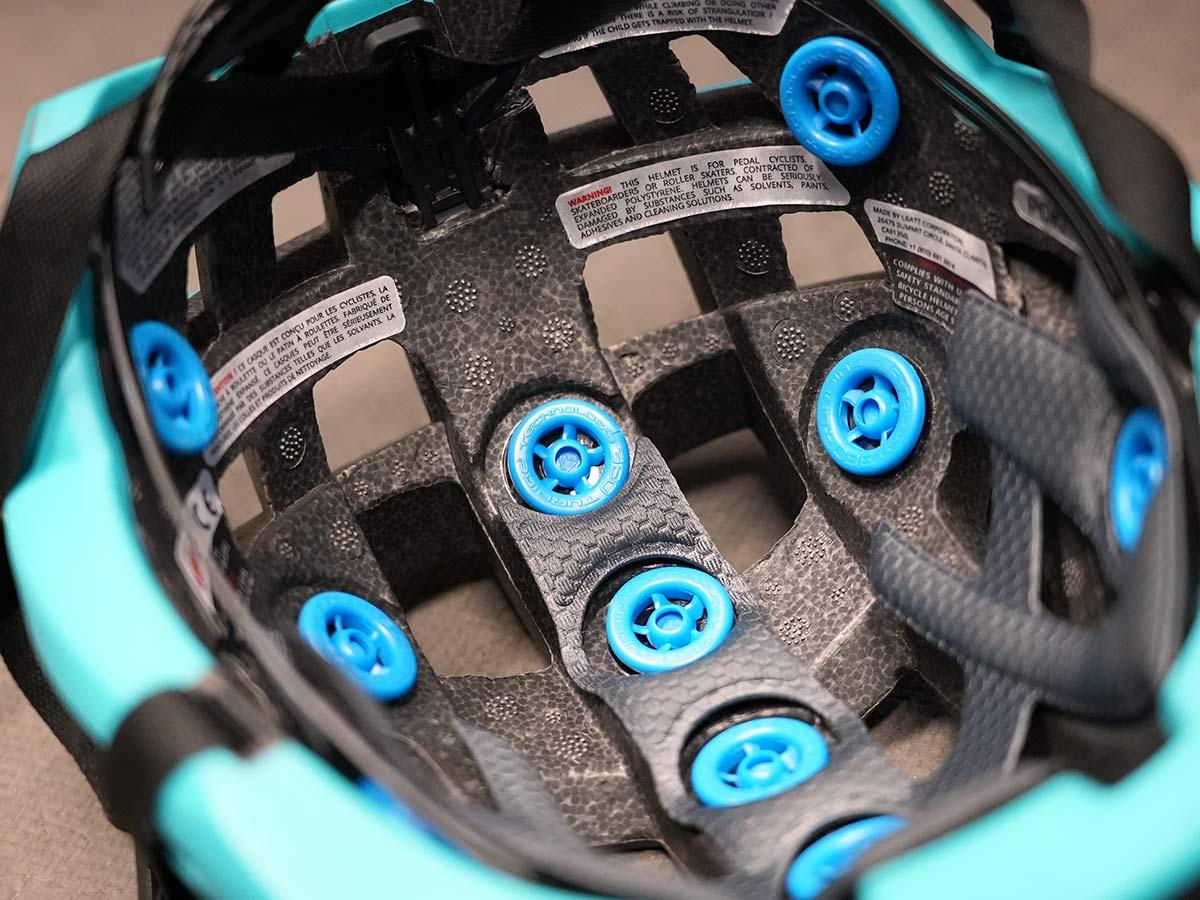 leatt bicycle helmet with turbine 360 low density pads