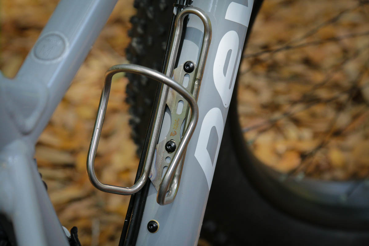 Wolf Tooth Components Ti Morse bottle cages
