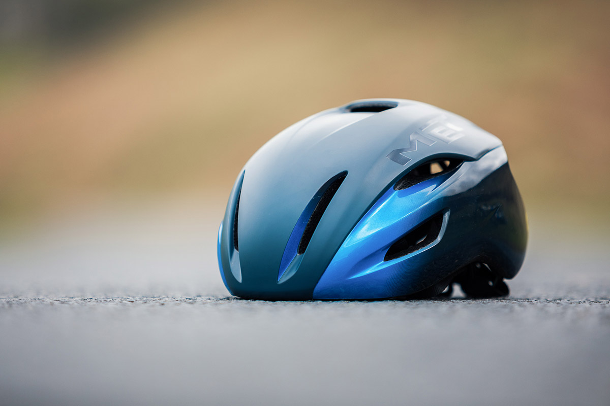 met manta mips road helmet review front view