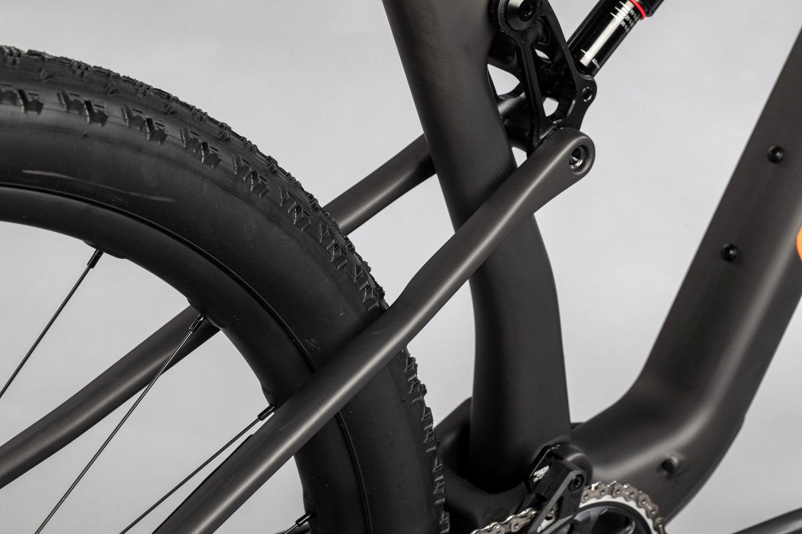 2022 santa cruz blur rear suspension closeup detail