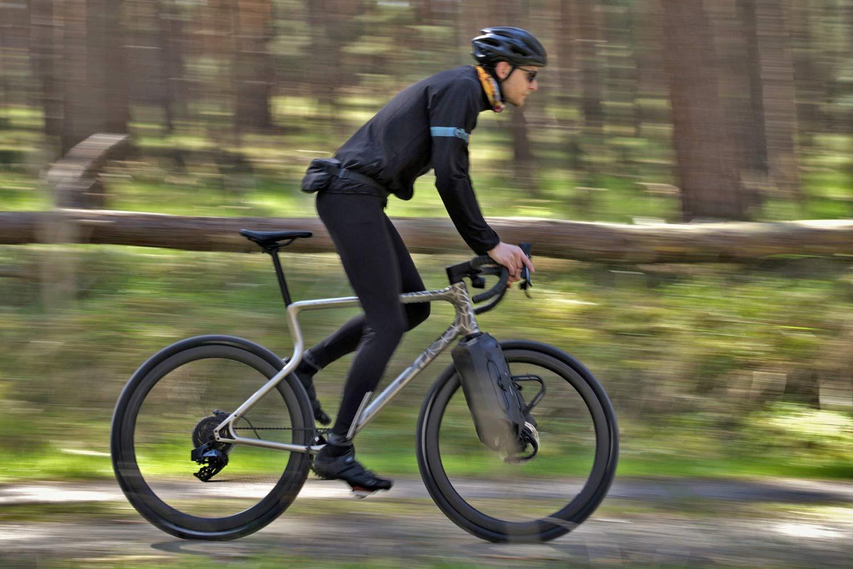 Urwahn Acros EDT gravel bike, limited edition 3D-printed steel no-seattube gravel road adventure bike,riding