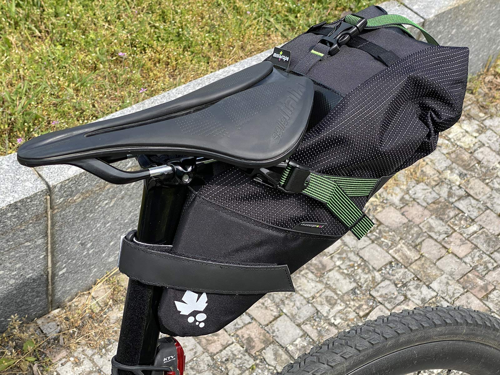 Miss Grape Road Collection packs, light made-in Italy bikepacking bags for fast gravel & road bikes,detail