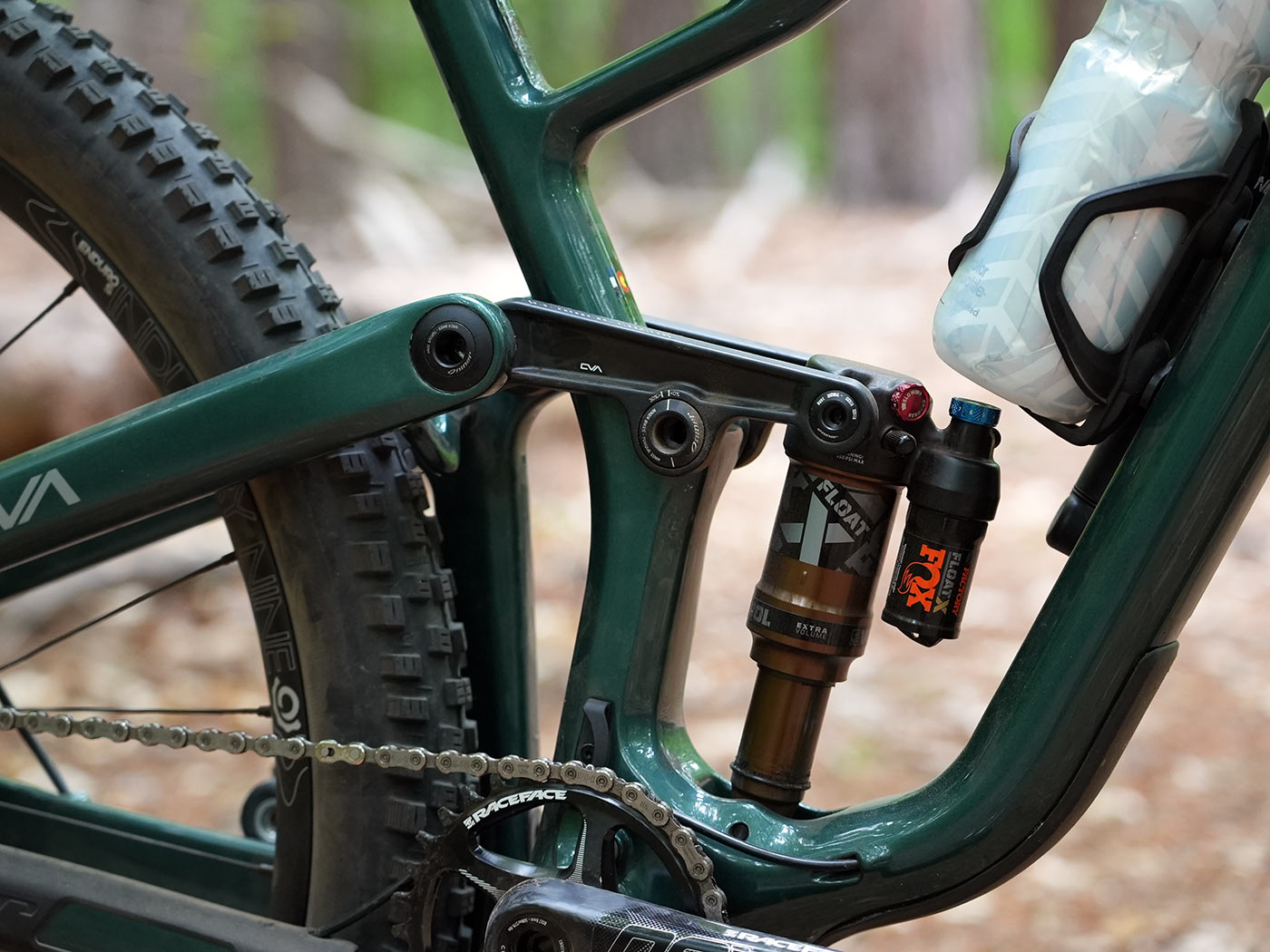 tech details and closeup suspension linkage photos of the 2022 niner jet 9 rdo trail mountain bike