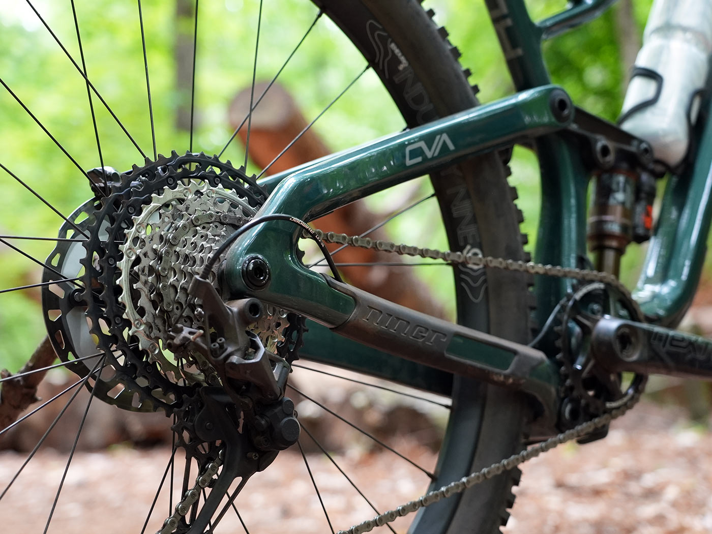 tech details and closeup rear triangle photos of the 2022 niner jet 9 rdo trail mountain bike