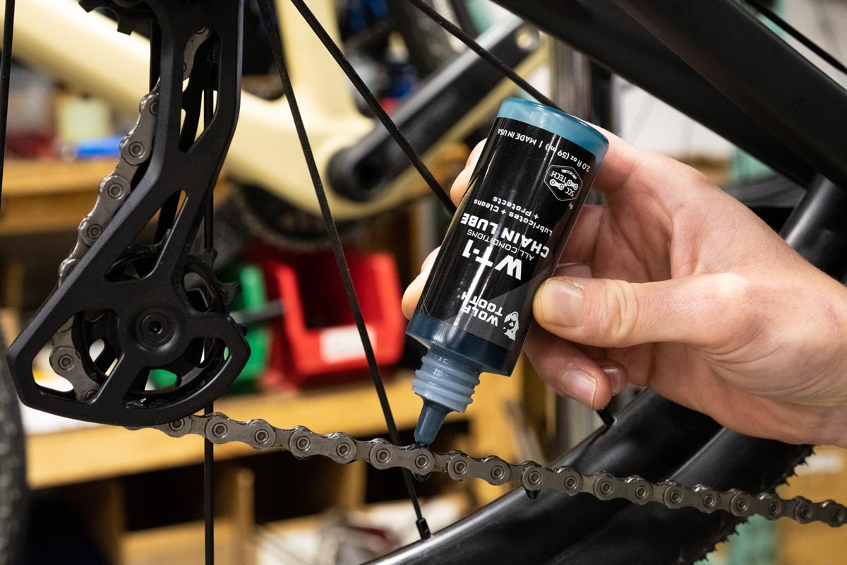 Wolf Tooth WT-1 Synthetic Chain Lube application