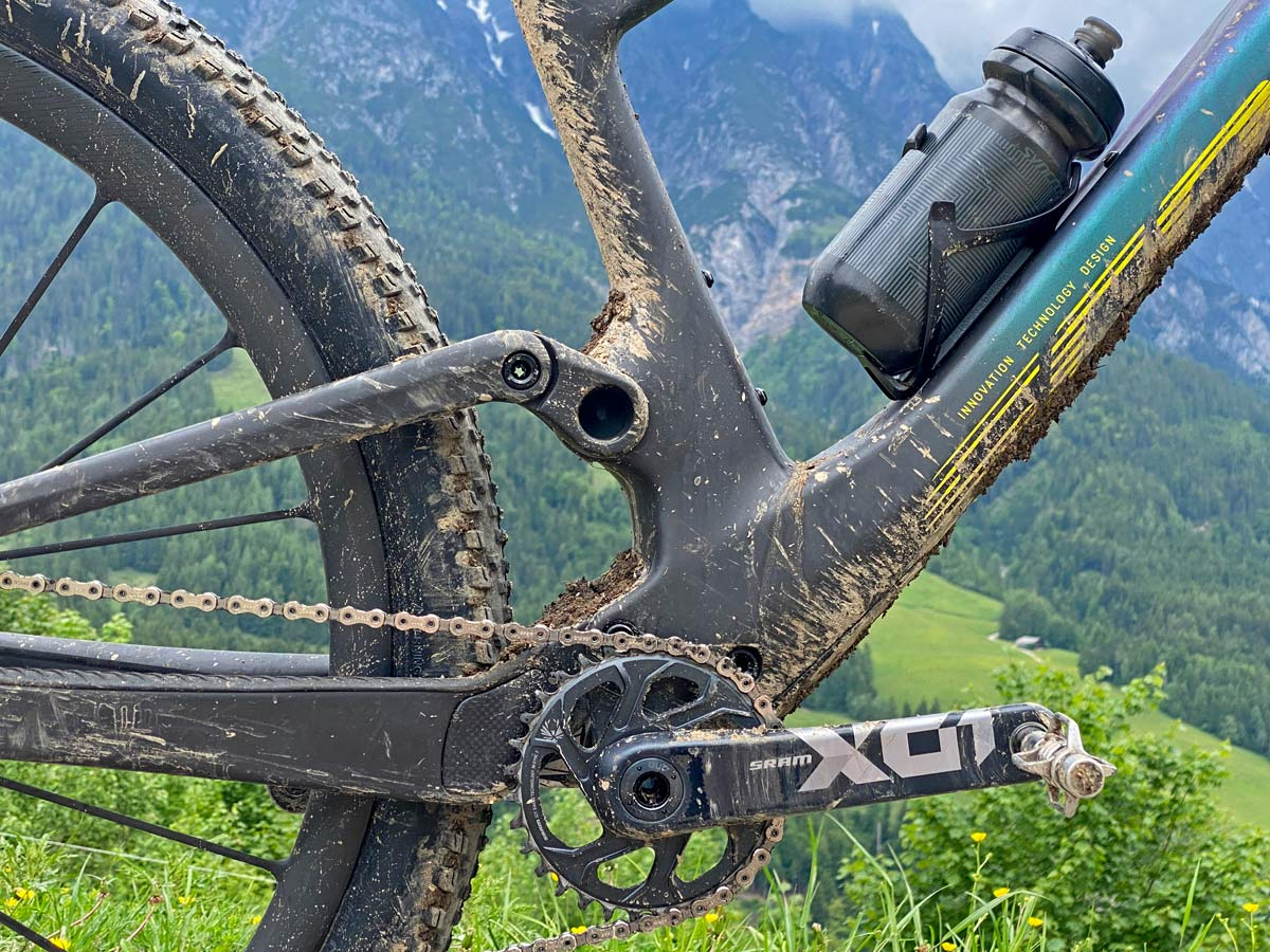 2022 Scott Spark RC & 900 XC trail mountain bikes, light fully-integrated cross-country MTB,mudd detail
