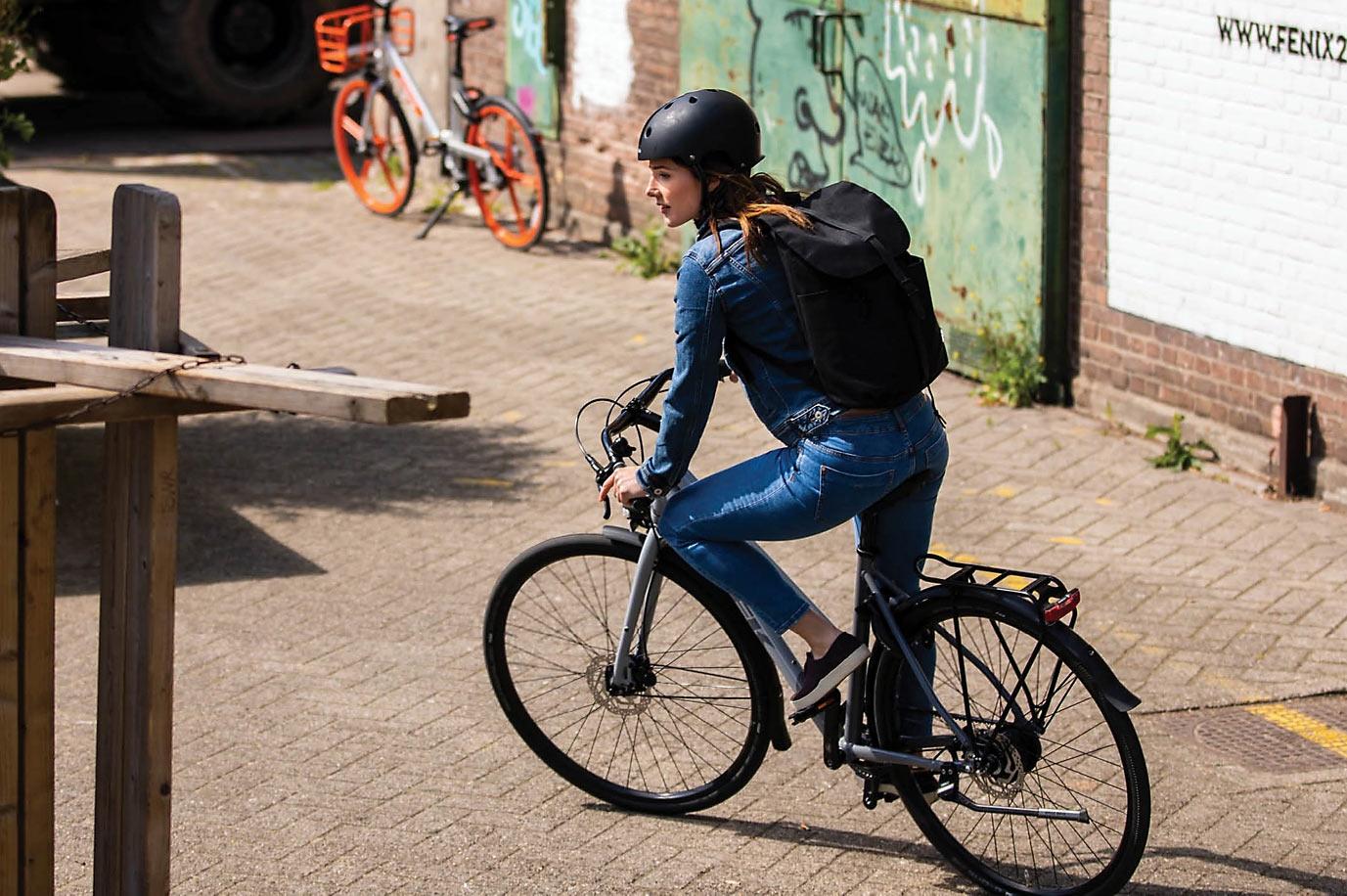 2022 Trek District 4 commuter bike with belt drive fenders and hub powered lights