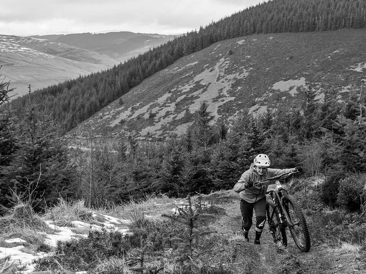 The DirtFund Project aims to #Senditforward, supporting privateer racers, Jessie-May Morgan
