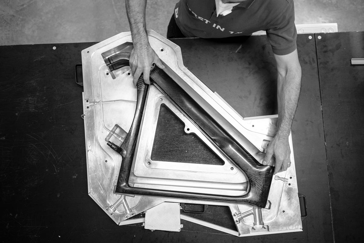 3T Italian frameset production in mold
