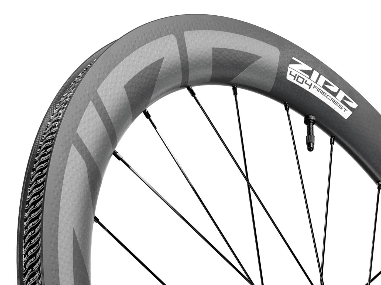 2022 zipp 404 firecrest tubeless ready disc brake road bike wheels closeup rim detail