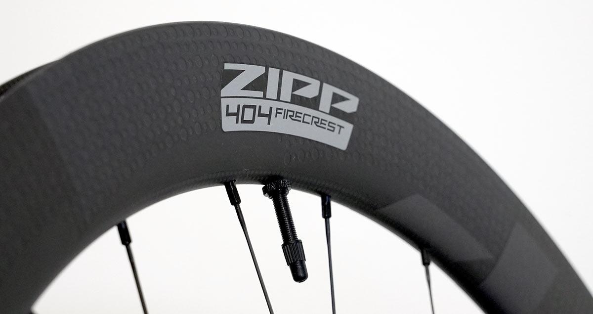 2022 zipp 404 firecrest aero road bike wheel closeup tubeless carbon rim details